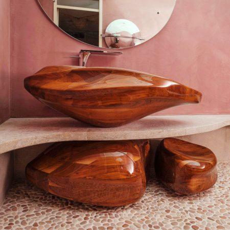 hoogglans blanke lak op 'organic bathroom'