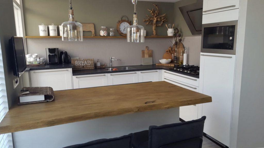 De keuken voordat hij is gespoten door meubelspuiterij van der wolf